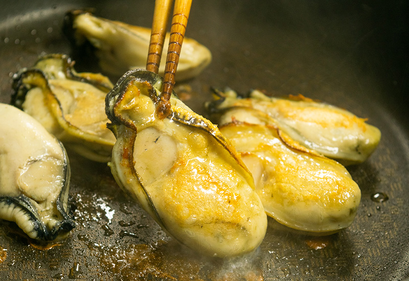 完熟春牡蠣のグリルと海藻バター