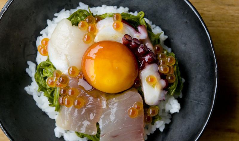 卵黄醤油で海鮮丼