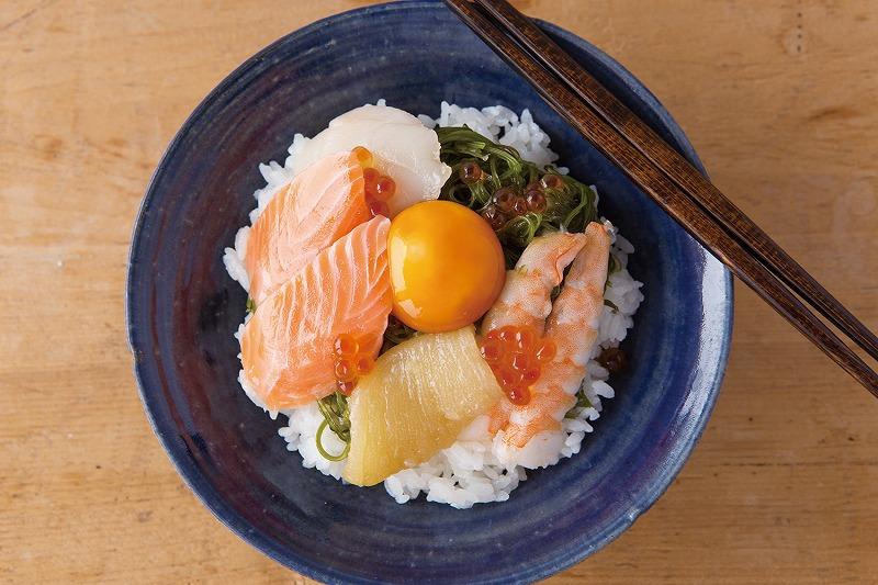 斉吉海鮮丼卵醤油